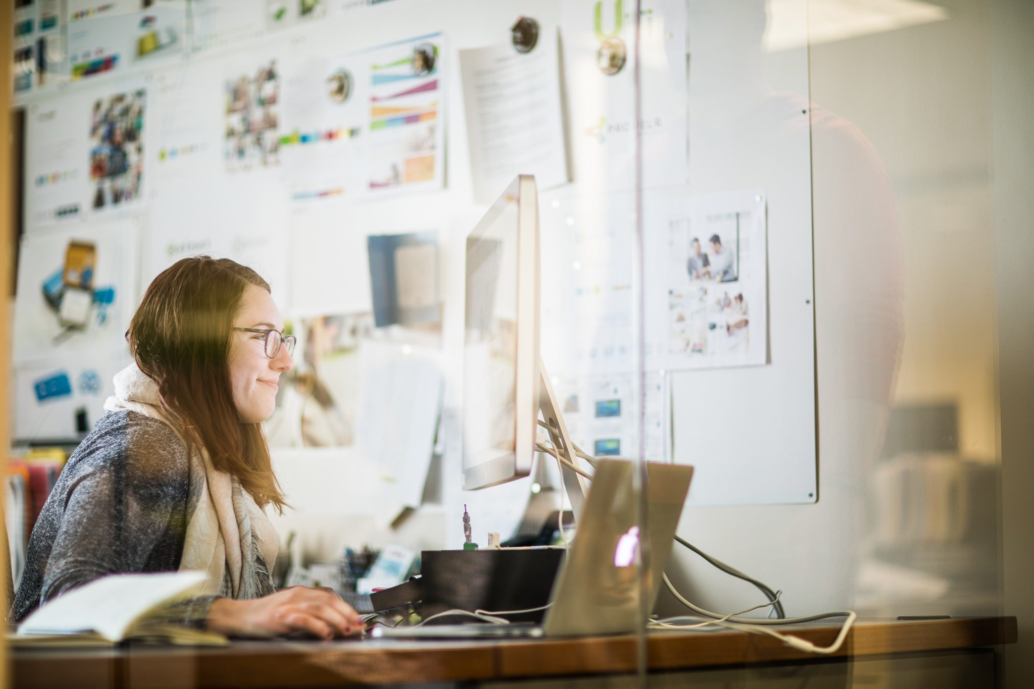 Nelnet Associate working on resume writing tips